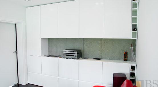 Kompleksowa realizacja domu, garderoba biała, szafa zabudowana, garderoba duża