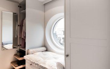 garderoba w stylu skandynawskim,garderoba biała, szafa w stylu szwedzkim, szafa zabudowana