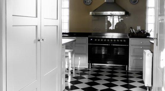 Meble kuchenne na wymiar, meble kuchenne w stylu szwedzkim, kuchnia szara, meble w stylu szwedzkim
