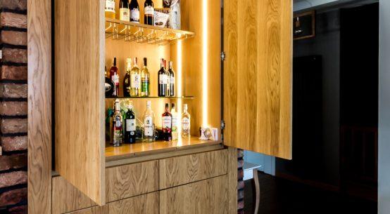 barek z chowanymi drzwiami, szafka na alkohol, barek stylowy chowane drzwi, barek nowoczesny do salonu