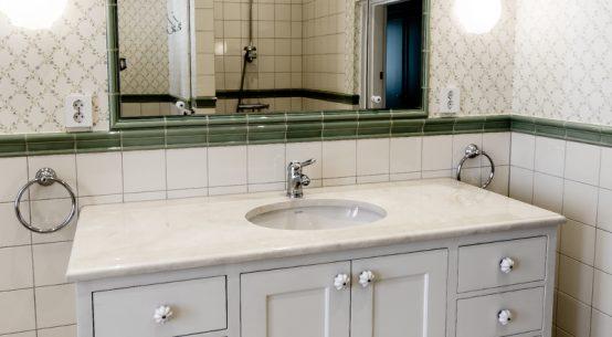 szafa łazienkowa biała, meble łazienkowe