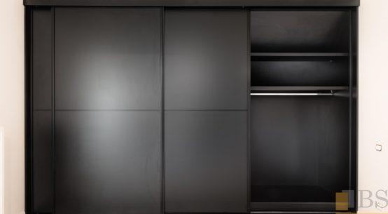 szafa czarna, garderoba duża