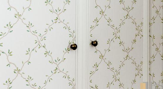 szafa w stylu szwedzkim, nietypowe szafy z tapetą